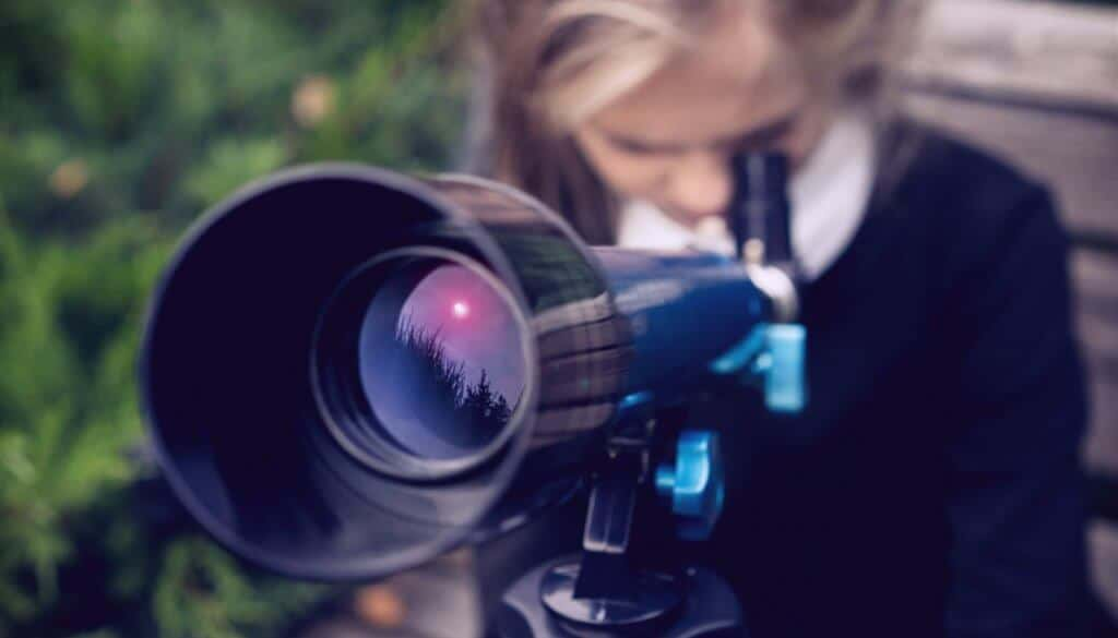 A kid's telescope reflecting the sky
