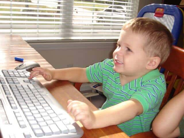 An autistic child using an online homeschool curriculum
